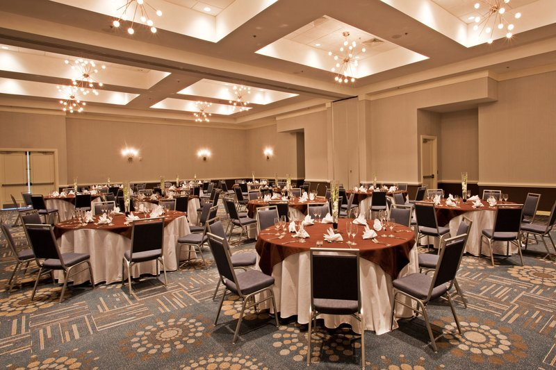 Our beautiful Lakes  Ballroom, perfect for any eve